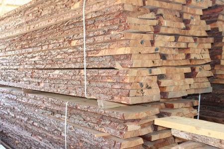 Szélezetlen faanyag